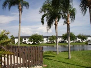 Surround Yourself with Wildlife on Lake McGregor, Fort Myers