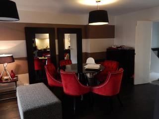 The Luxurious Suite (Peymans), Cambridge