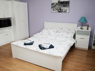 Big bed in bedroom no.1