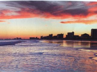 Beachside Paradise & Extras: 1-2 BR Condo at N MB, North Myrtle Beach