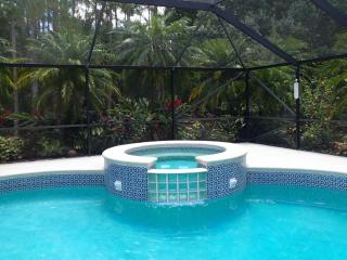 Screened-In Heated Pool/Spa-Dog Friendly-3/2 Home Sleeps 12 on 2.7 Lush Acres, Jupiter