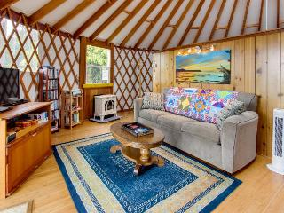 Cozy, oceanfront, dog-friendly yurt with private hot tub, Bay City