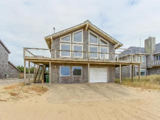 Oceanview A-frame close to the beach w/high-end furnishings!