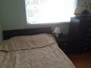 1 Queen size guest room in West San Jose
