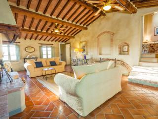I MELOGRANI I:5 BDR Tuscan villa,view,pool ,WiFi