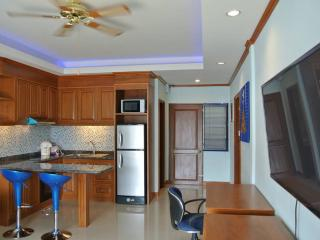 1 bedroom condo with pool view (JBC A1 F4 R28-29), Pattaya