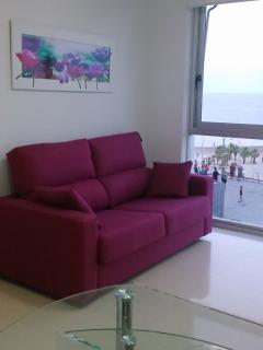 sofá cama 2 plazas  ( de 140 cm ) en comedor