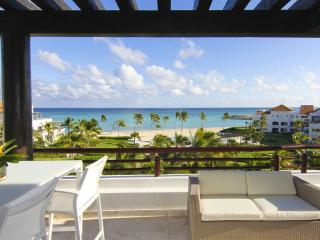 Beach Condo 3-Bedroom with Jaccuzzi and Sea View!, Punta Cana