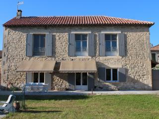 Villa idealement situee au coeur du village