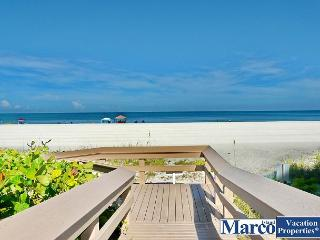 Condo w/ short walk to dazzling beaches & world-class shopping, Isla Marco