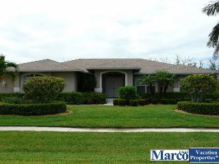 Secluded retreat w/ heated pool, hot tub & walk to Shops of Marco, Marco Island