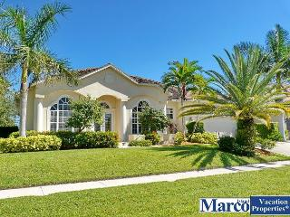 Newer built waterfront house w/ heated pool & short walk to Shops of Marco, Marco Island