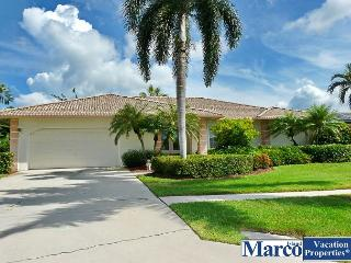 Waterfront house w/ heated pool & direct boating access to Gulf of Mexico, Isla Marco