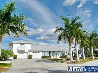 Waterfront house w/ heated pool, hot tub & extra-spacious sunroom, Marco Island