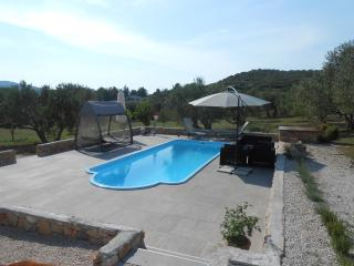 Holiday House in Tisno with Outdoor Pool in Tisno