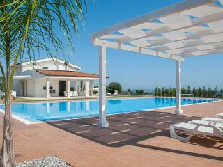 Villa Maria – prestigious villa with private pool, Polignano a Mare