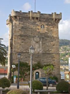 Torre de Andrade, se puede ver en la villa medieval de Pontedeume, a 9 km de la Casa