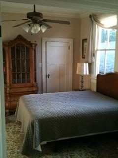Second Bedroom w Queen Size Bed