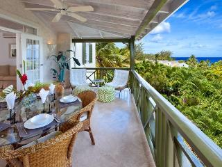 3bdrm penthouse, pool, opp Mullins Beach, seaviews