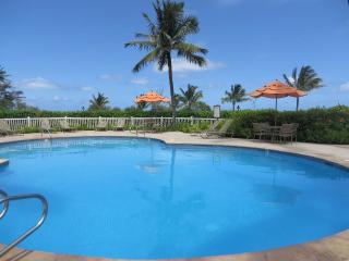 KL107: Oceanview,2BR,Pool, Wifi, W/D, end unit, Kapaa