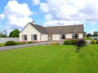 TEACH CHIARRA, single-storey cottage, open fire, large lawned garden, near Lixnaw, Ref 3887
