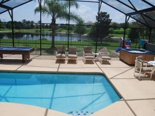 SUPER Close To Disney, Gameroom, Private Backyard, Lake, Free WiFi, Pool, Spa