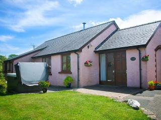 TY COED, single-storey, woodburner, hot tub, family-friendly, near Cardigan