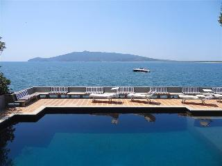Ansedonia, Tuscany Coast, Super-Stunning Villa with Pool, on the Sea, 6 Bedrooms, 6 bathrooms