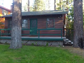 Chalet Dubois-Hot tub,wifi,pets are welcome!