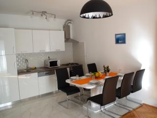 City center with balcony 6 person newly renovated, Zadar