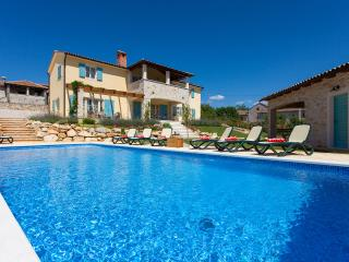 New villa with heating Pool near Porec