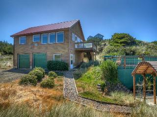 Waldport Oregon Secluded ocean front with panoramic views!, Seal Rock