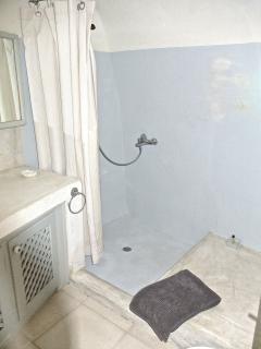 'Wineryhouse' bathroom