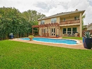 4BR/3BA House, Gorgeous Private Pool, Near Hill Country & Downtown, Sleeps 8, Austin