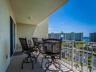 Amazing 8th floor views with access to tennis, golf and beach