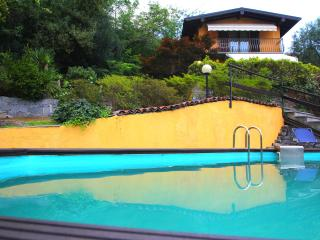 Casa con giardino e piscina a pochi passi dal lago