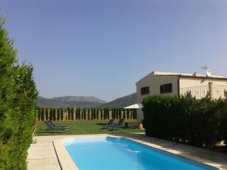 Villa with pool close to Alcudia Beach. Air Cond., Sa Pobla