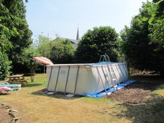 Splash pool at the bottom of the garden: perfect for sunny days.