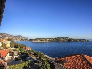 Panoramic views of Cap Ferrat & bay Villefranche, Niza