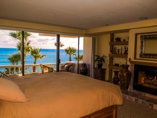 Master BR with king bed where you can check the surf & Pacific views without getting up!