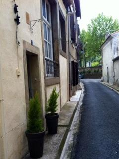 Rue de l'Orme - the trees in the distance line the nearest free parking on the Tivoli