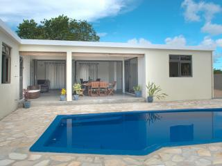 Modern spacious private 4 bed villa private pool garden WiFi BBQ close to beach