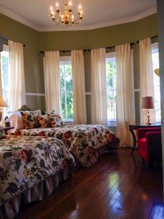 Bedroom, 2 full beds