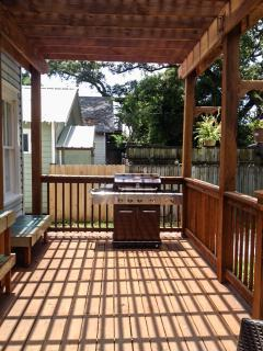 Back deck gas grill