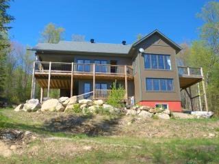 Laurentian Bear, 4* Cottage with 4 Bedrooms on a lake near tremblant - 3200 SqF