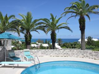 Be Pampered! 1Bed/r B&B Suite walk to the Beach,Pool,Tennis,Golf,Incl Brfast