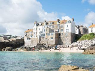 3 Sea View Place, Downalong, St Ives