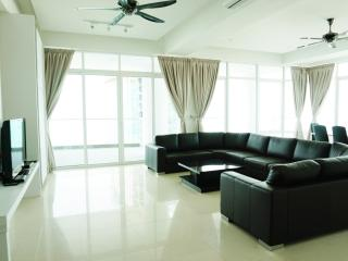 Holiday Residence Superior 4bedrooms Suite, George Town