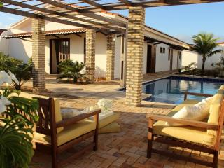 Casa Jardim Pergola. 3 bed/en-suite Villa Pool BBQ and garden in NE Brazil