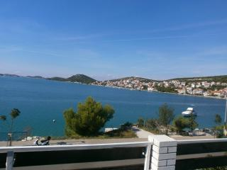 Amazing Seaview Apartment in Tisno TP86A1